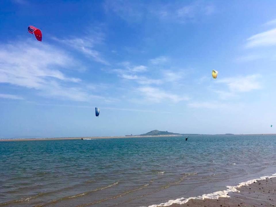 Things to do in Dublin Kitesurifing on Dollymount Strand