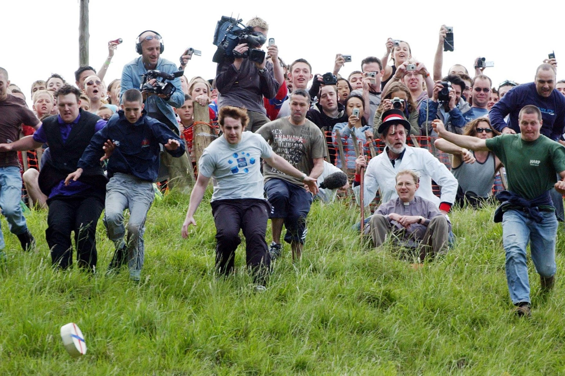worlds quirkiest events cheese rolling