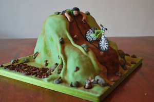 The clumsy cyclist cake