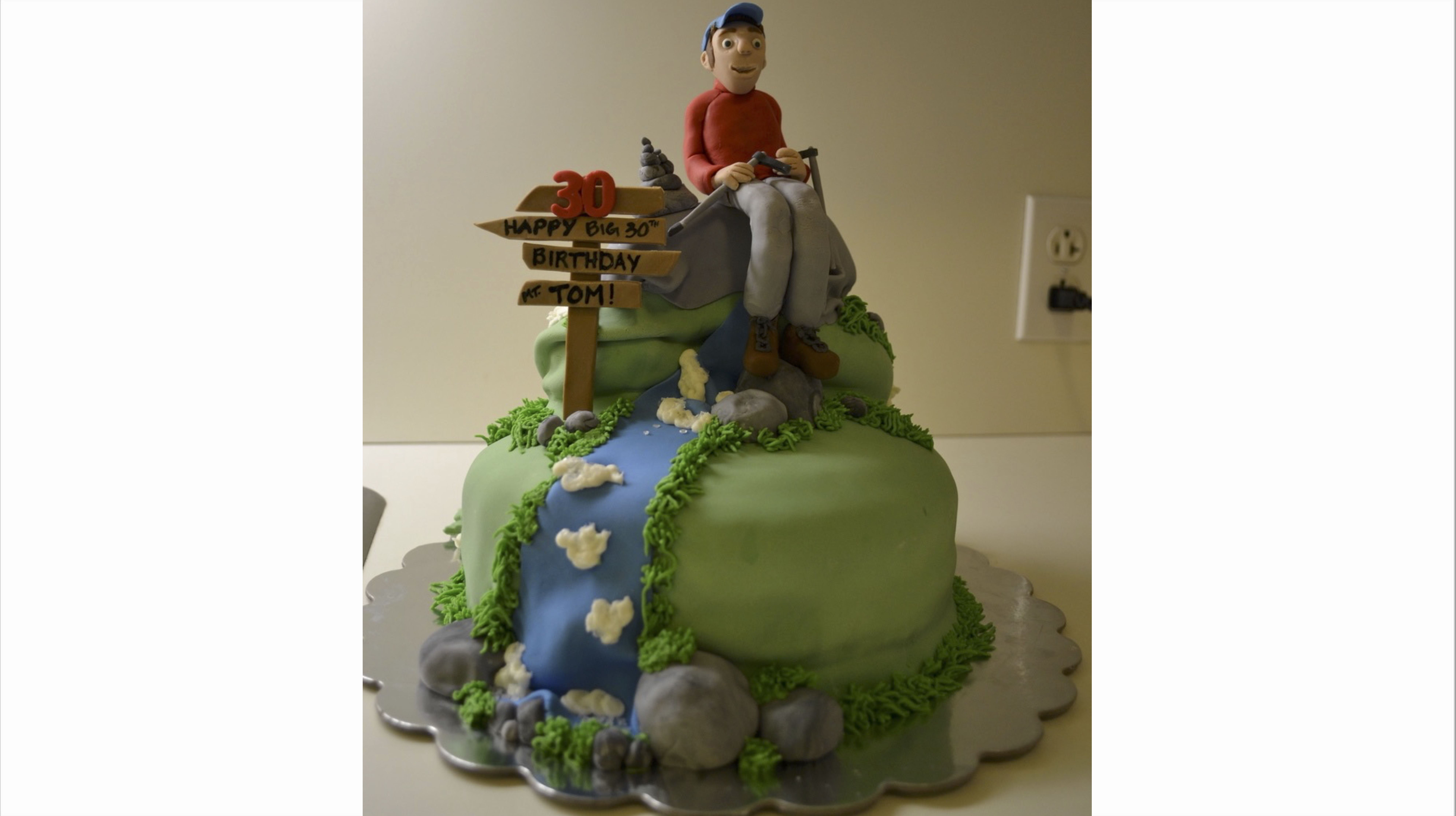 Happy hiker cake