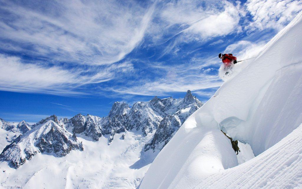 ski tips off piste