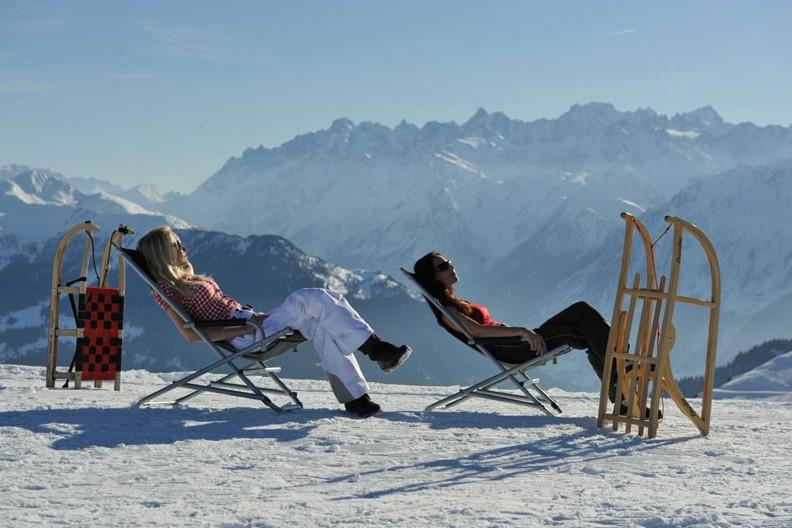 ski tips sunbathe ski