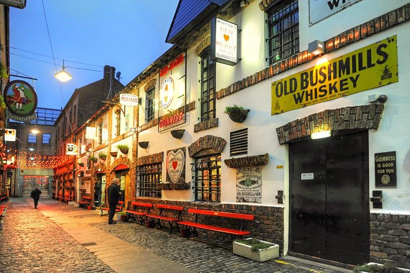 best pubs belfast commercial court
